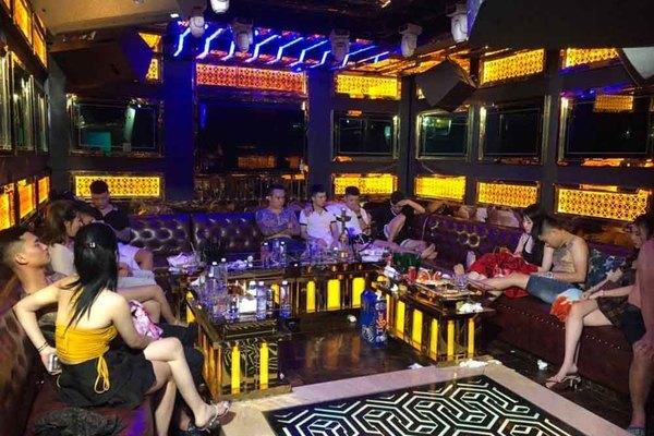 Dân chơi bay lắc trong quán karaoke ở Sài Gòn giữa mùa dịch