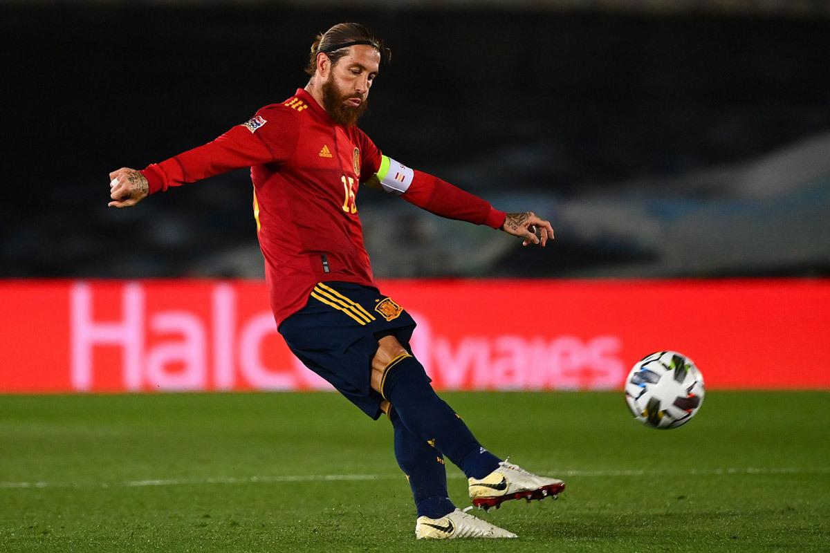 Sergio Ramos ngồi nhà, tuyển Tây Ban Nha sạch bóng cầu thủ Real