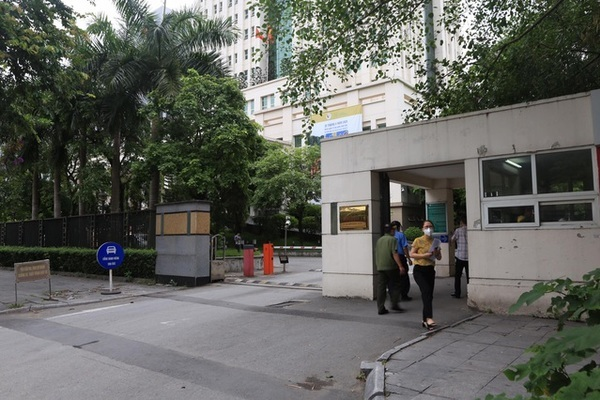 Người bị sốt có kết quả âm tính, cán bộ Bộ TN&MT được rời trụ sở