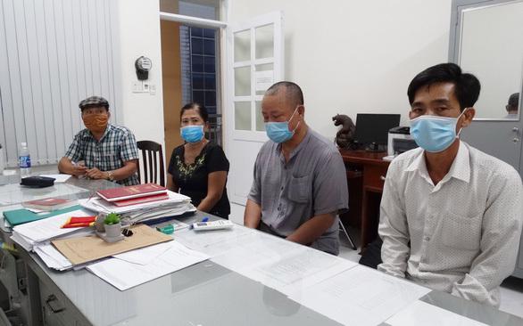 Đốc thúc điều tra vụ dùng  'thẻ công vụ đặc biệt' giả để gặp 5 người Trung Quốc