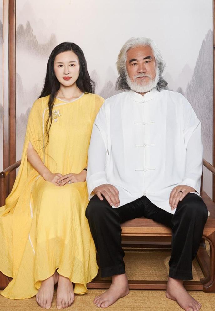 Hôn nhân nhiều ồn ào của Trương Kỷ Trung và vợ kém 31 tuổi