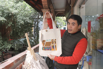 Disabled people's hands turn trash into art