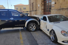 Viên cảnh sát đâm nát xe Mercedes của sếp vì mâu thuẫn công việc