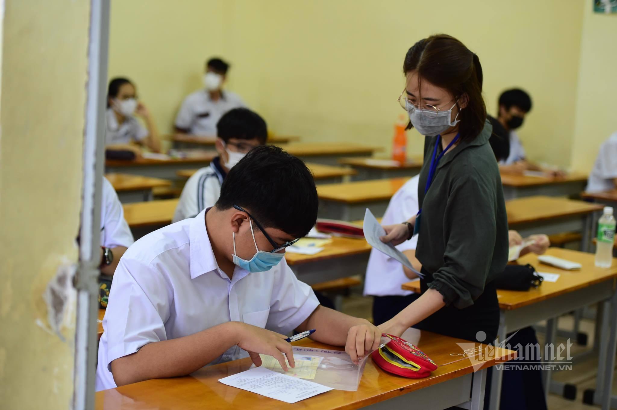 TP.HCM hoãn kỳ thi vào lớp 10