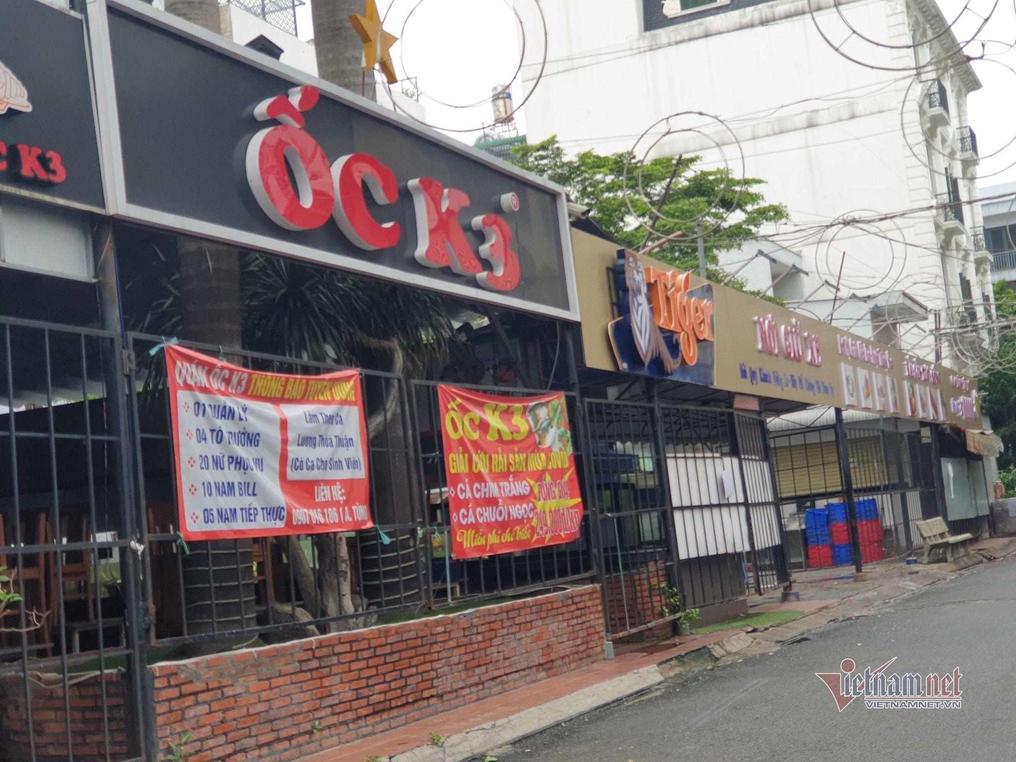 Hàng quán ở TP.HCM kê bàn, đóng cửa phòng dịch Covid-19