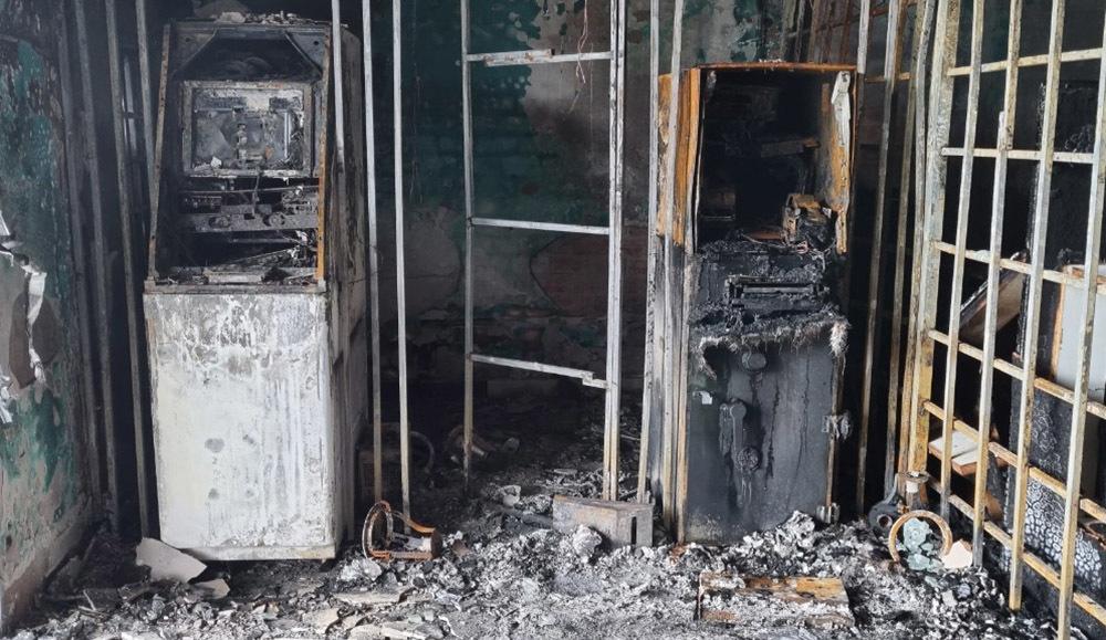 Người đàn ông đốt giấy làm cháy ngân hàng, thiệt hại 5 tỷ đồng