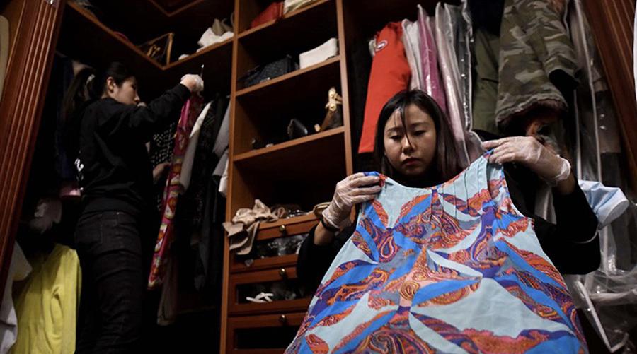Sợ được cưng chiều, cha mẹ Trung Quốc bắt con xắn tay dọn dẹp
