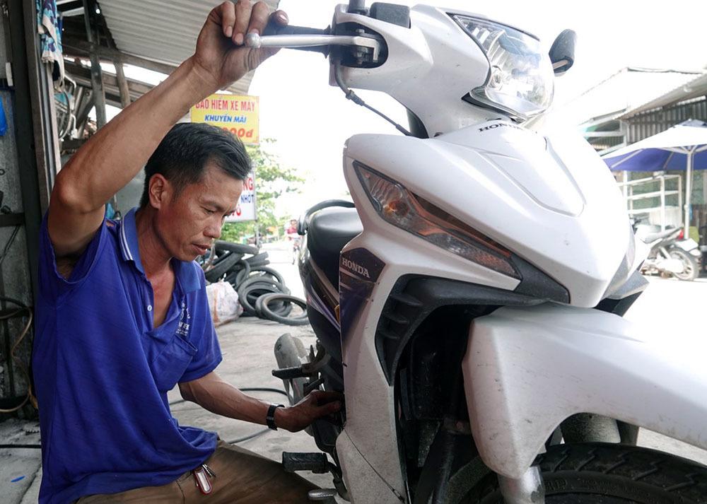 Chàng trai miền Tây vay ngân hàng mua ô tô chở bệnh nhân miễn phí