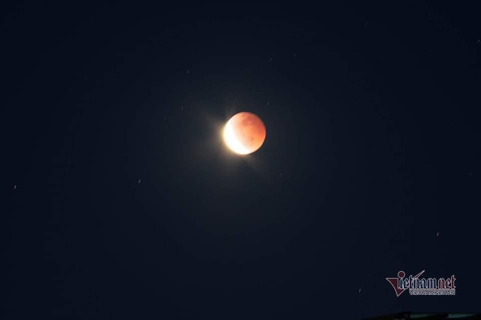 Ngắm hình ảnh 'siêu trăng máu' hiếm gặp