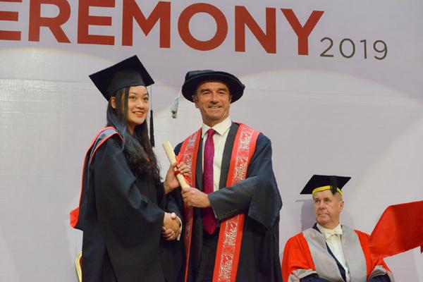 BUV nhận giải Trường đại học tiêu biểu của BritCham Vietnam