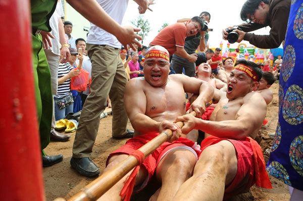 The long history of sitting tug of war in Hanoi