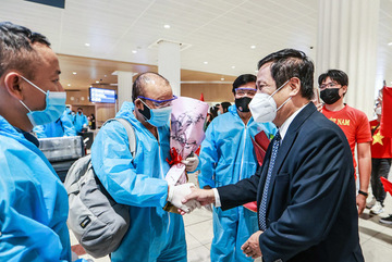 Vietnamese national football squad warmly welcomed in UAE