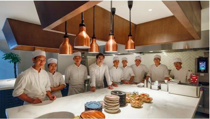 Báo Nhật viết về sự đột phá của một thế hệ đầu bếp Việt nổi loạn