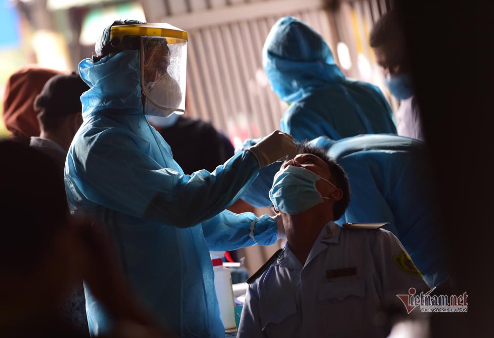 TP.HCM lấy mẫu xét nghiệm hàng trăm người dân hẻm 178 Bình Quới