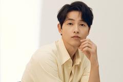 Song Joong Ki nói về nụ hôn với bạn diễn trong Vincenzo