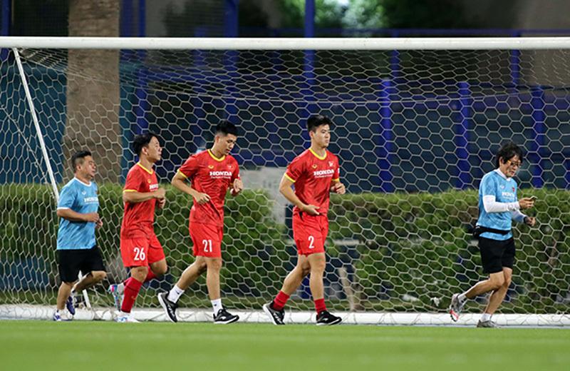 Tuyển Việt Nam 'xông đất' UAE: Ba cầu thủ phải tập riêng