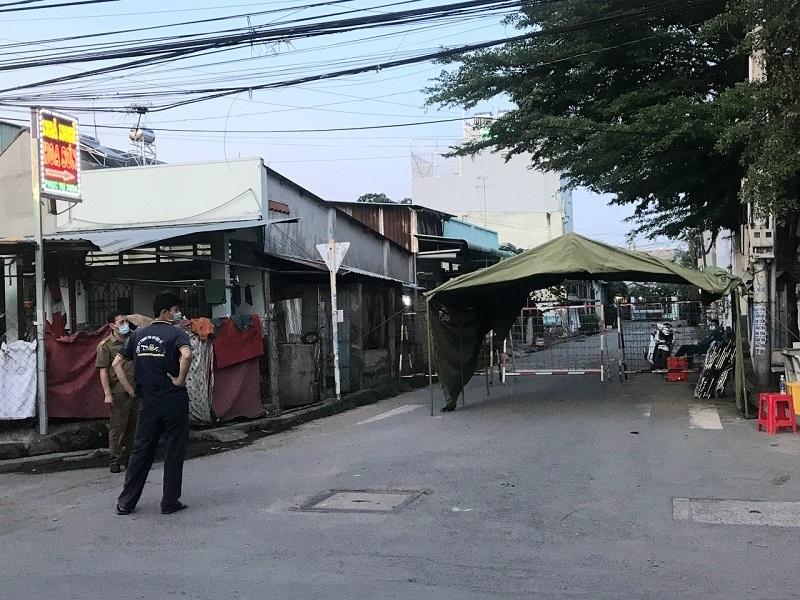 Phong tỏa một khu phố ở Bình Dương do có người nghi nhiễm Covid-19