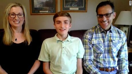 Cậu bé 14 tuổi trúng học bổng toàn phần sau tiêm vắc xin Covid-19