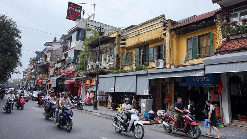 Căn hộ tập thể cũ ở phố cổ lột xác với phong cách thiết kế Indochine