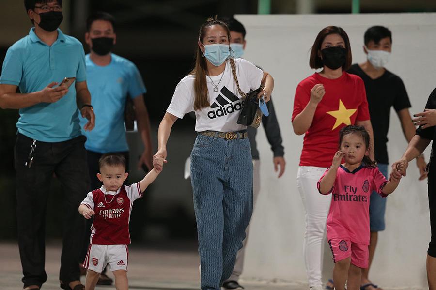 Thầy Park có hành động bất ngờ với fan Việt ở UAE