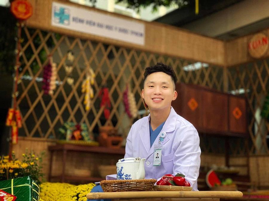 Bác sĩ TP.HCM cạo trọc đầu trước khi đến Bắc Giang hỗ trợ chống dịch