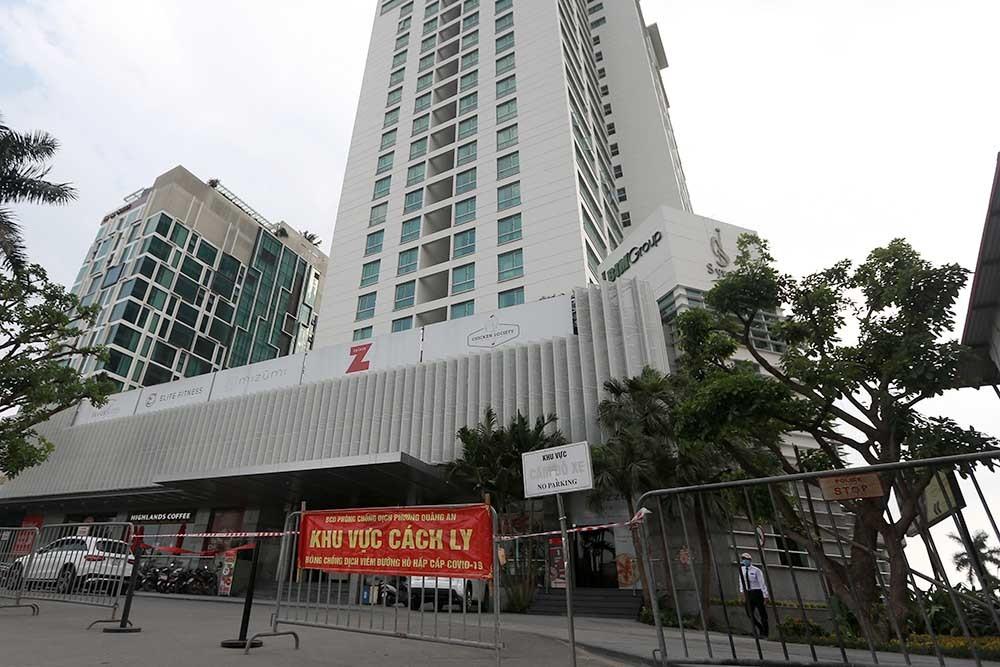 Hà Nội phong tỏa khách sạn cao cấp 23 tầng ở quận Tây Hồ