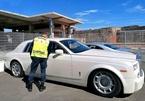 Rolls-Royce Phantom bị tịch thu vì nội thất bọc da cá sấu