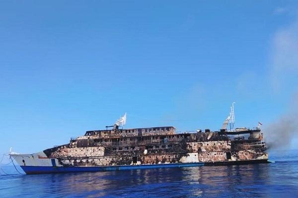 Tàu chở gần 200 hành khách ở Indonesia bốc cháy giữa biển