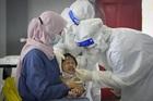Brazil vượt Ấn Độ, Indonesia không kịp xử lý xác bệnh nhân