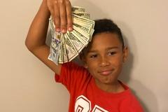 Cậu bé 9 tuổi tìm thấy hàng nghìn USD trong chiếc xe cũ của gia đình