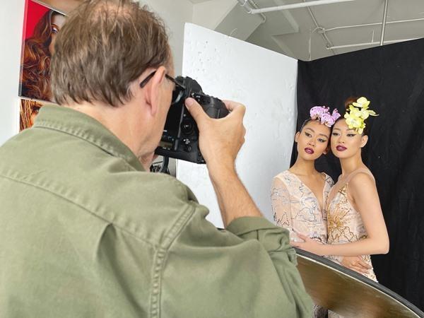 Khánh Vân và Hoa hậu Malaysia tôn vinh vẻ đẹp châu Á