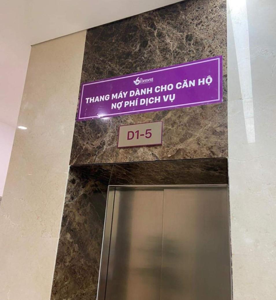 Chung cư cao cấp dán biển báo lạ 'thang máy cho căn hộ nợ phí dịch vụ'