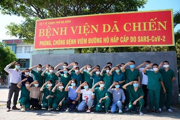 Đà Nẵng đưa đoàn y bác sĩ tinh nhuệ ra Bắc Giang chống dịch