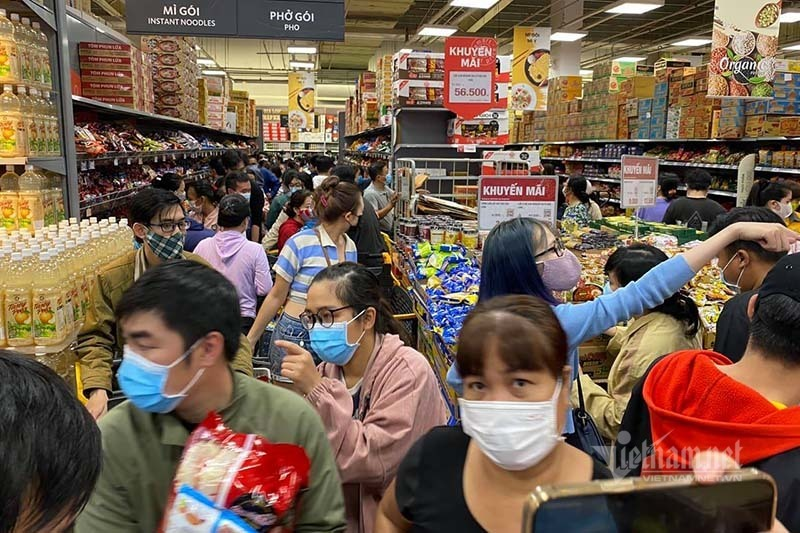Phong toả Gò Vấp tâm dịch Sài Gòn: Dân đổ vào siêu thị vét hàng