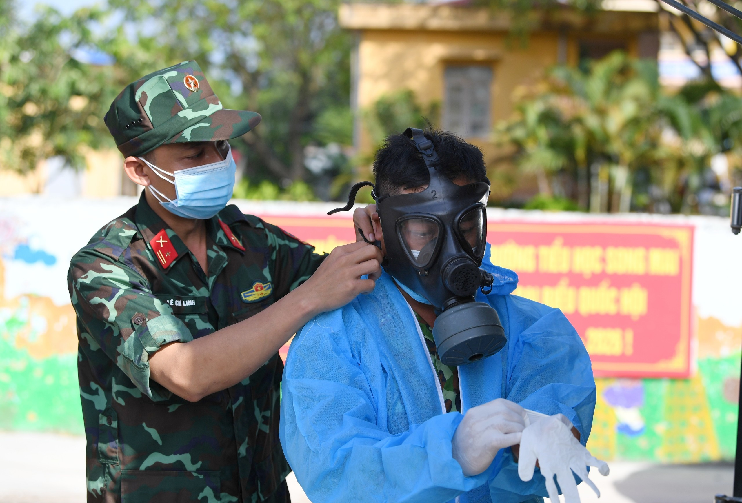15 xe đặc chủng của quân đội khử khuẩn ngõ ngách 4 huyện Bắc Giang