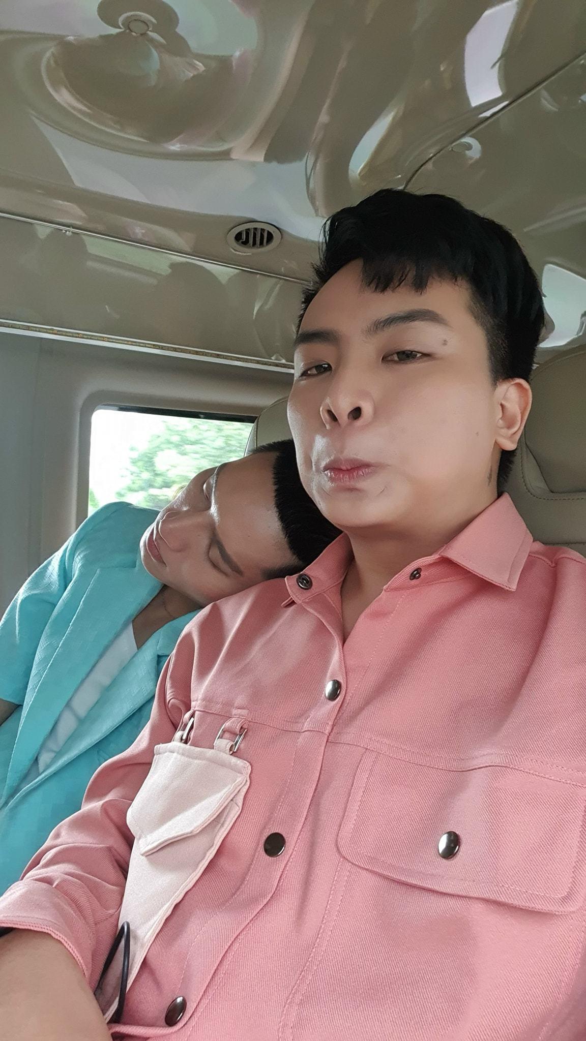 Con trai 10 tuổi của Lệ Quyên càng lớn càng đẹp trai