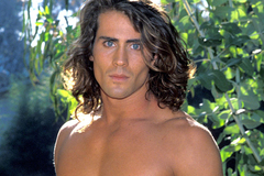 Vợ chồng tài tử 'Tarzan' tử nạn vì máy bay lao xuống hồ