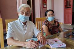 Bác sĩ 78 tuổi 'tự tin đủ sức khoẻ' tình nguyện vào tâm dịch Covid-19