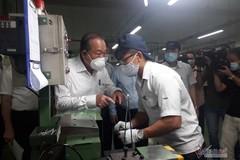 Phó Thủ tướng Trương Hòa Bình kiểm tra phòng, chống dịch Covid-19 tại TP.HCM