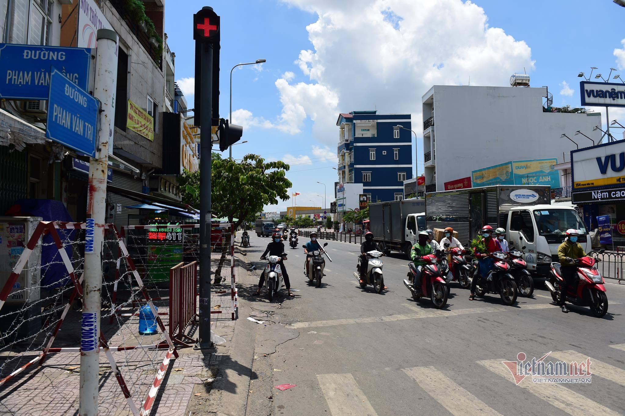 Quận Gò Vấp tạm dỡ chốt phong tỏa trên đường Phan Văn Trị