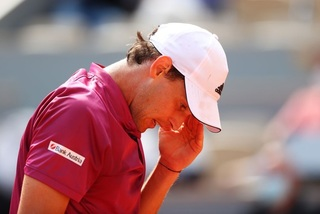 Dominic Thiem thua sốc ngay vòng 1 Roland Garros