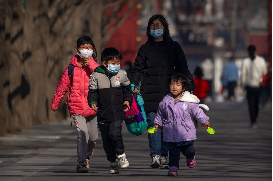 Đối mặt với dân số già, Trung Quốc cho sinh 3 con