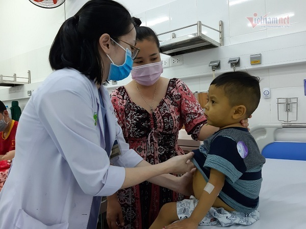 Cần gấp 200 triệu đồng cứu mạng bé trai 3 tuổi bị xơ gan