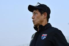 HLV Akira Nishino lo âu về Thái Lan