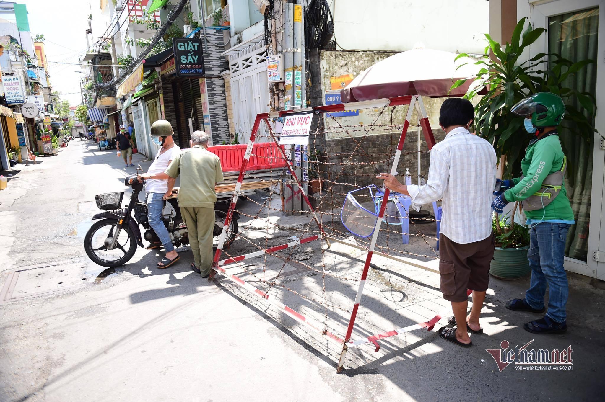 TP.HCM tiếp tục phong tỏa con hẻm ở quận Bình Thạnh