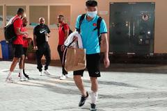 Văn Toản tập tễnh, nhiều tuyển thủ Việt Nam phải chườm đá