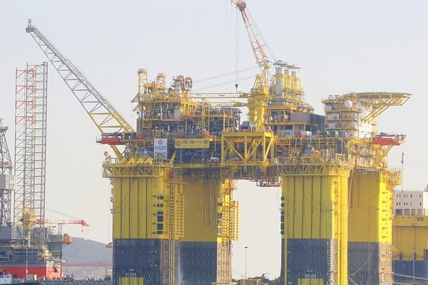 Trung Quốc chuẩn bị kéo giàn khoan lớn nhất thế giới ra Biển Đông