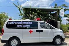 Two men buy ambulances to take patients to hospital for free