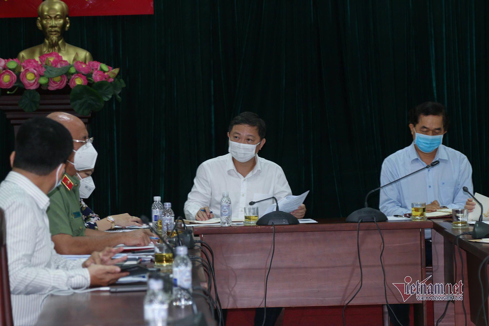 Gò Vấp lúng túng cách ly xã hội, lãnh đạo TP.HCM vào tâm dịch họp khẩn