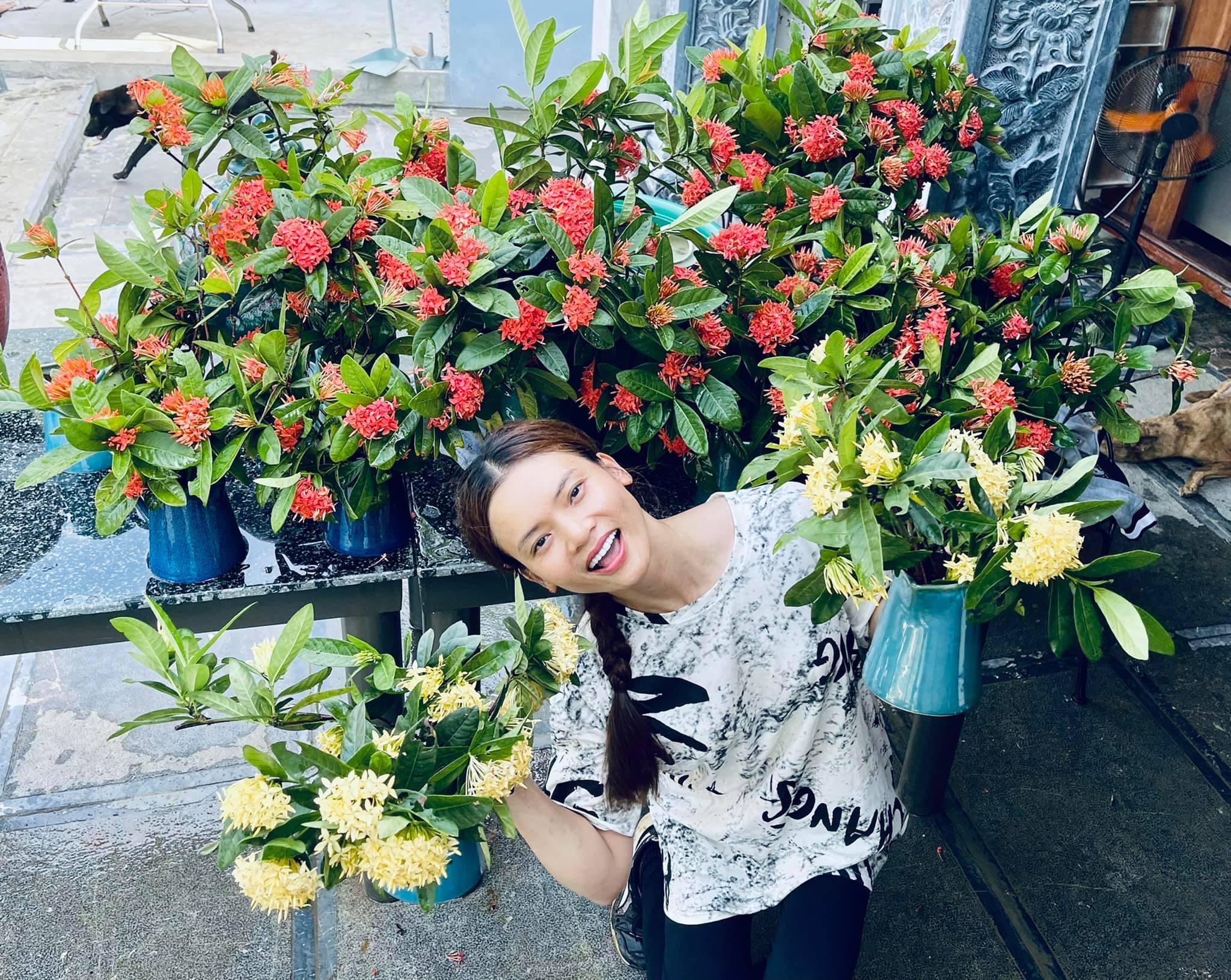 Phạm Phương Thảo U40 đẹp mặn mà, yêu thích làm vườn